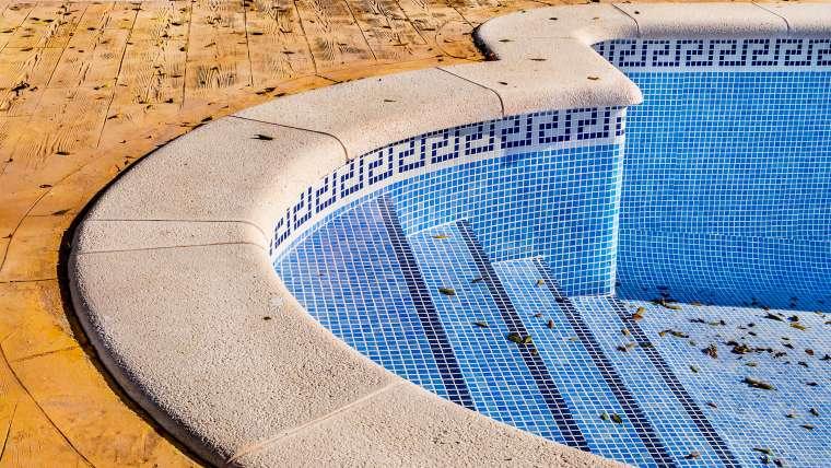 A estrutura da sua piscina tem fissuras?