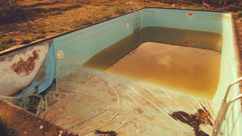 Tem a piscina há muito tempo? Como está a tubagem?